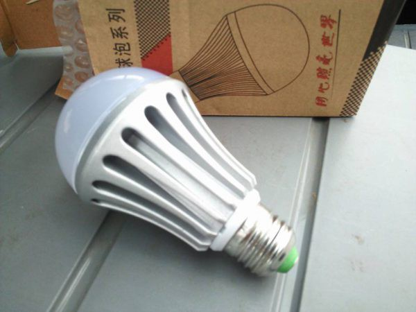12V E26 LED電球