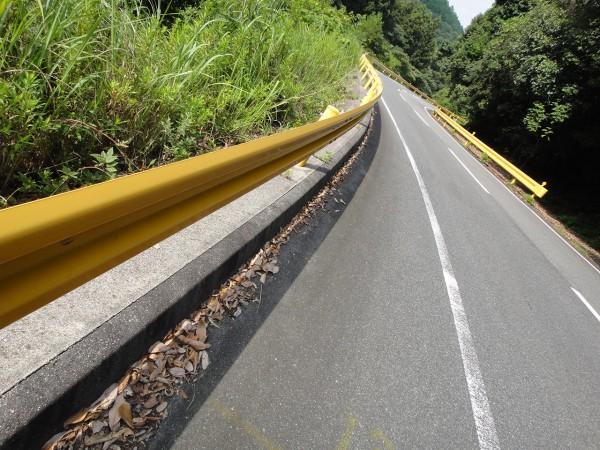 山口県 ガードレール 黄色