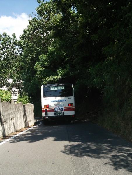 狭隘路線のバス