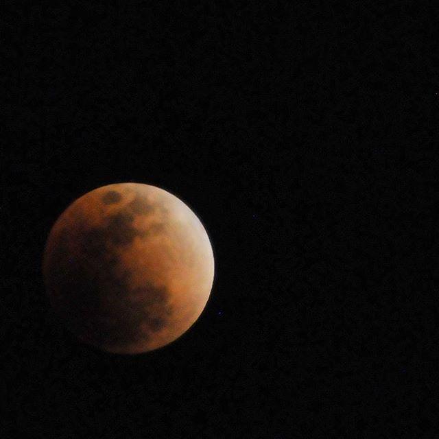 皆既月食始まった#皆既月食 #皆既月食2018 #月食