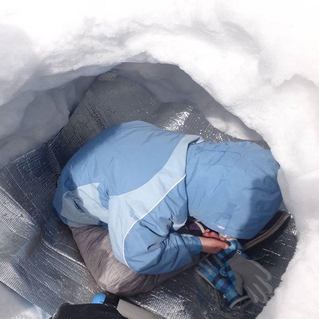 かまくらで一休み#赤城山 #雪遊び #かまくら #雪洞