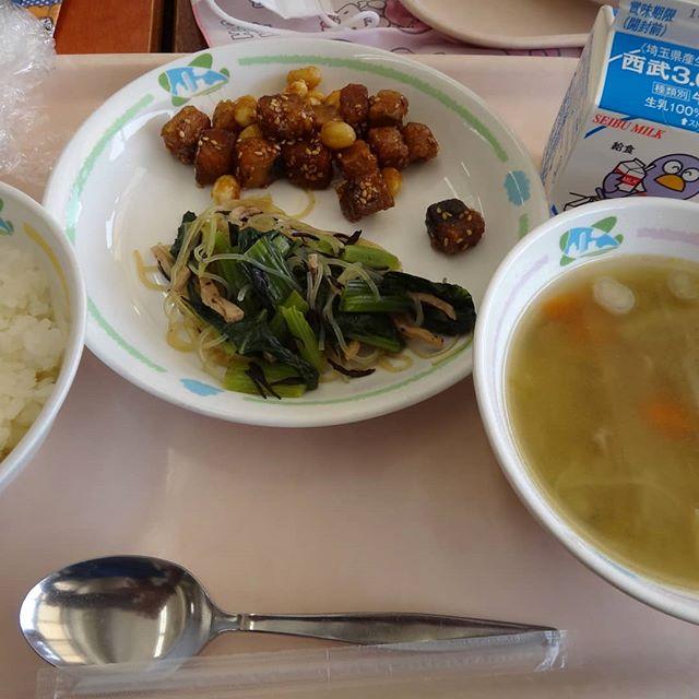 昼食は給食!何十年ぶりだろう。#給食 #小学校 #給食ランチ #給食美味しい