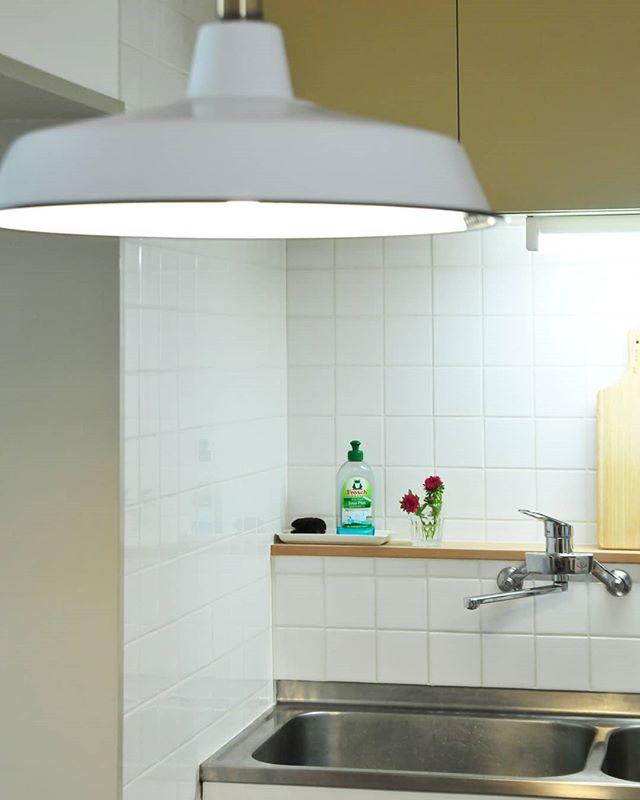 昭和40年代に造られたキッチンですが、当時の雰囲気を残しながらリノベーションしました。#ダイニングキッチン #キッチン #ダイニング照明 #nooklondon #キッチンリフォーム #セルフリノベーション #diy #昭和