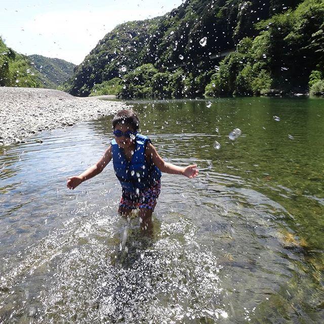 豪雨から1ヶ月、錦川は美しさを取り戻していました。#今日も錦川 #錦川 #錦川で川遊び #川遊び #水遊び #錦川清流線 #岩国市 #きれいな川