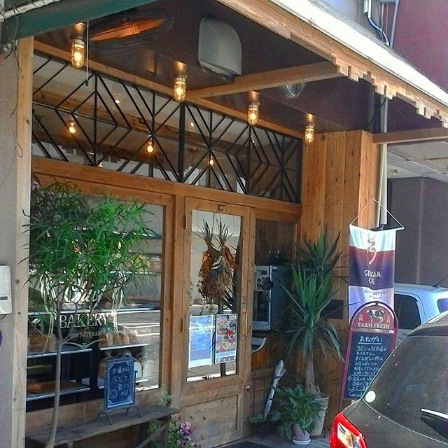 古い建物をリノベーションしたようなイマドキのお洒落な店が増えました#パン屋とかカフェとか #immcoffeeandroastery #グランドチーフベーカリー #岩国カフェ#岩国パン屋 #岩国 #錦帯橋
