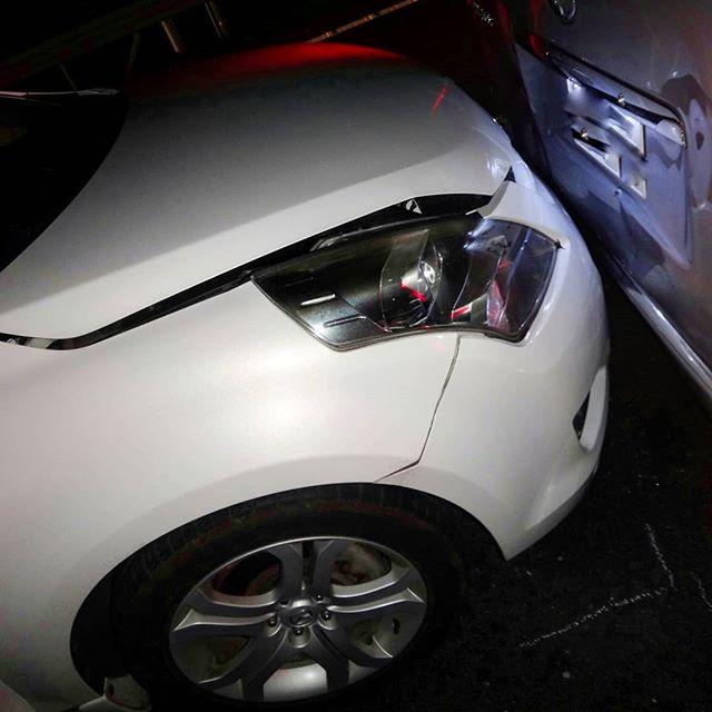 私の不注意で皆様にご迷惑おかけしました。21日夜、高速道路追越車線上で3台玉突きでしたが、奇跡的に、救急車を呼ぶような怪我も無く、車も自走できます。#玉突き事故 #追突事故 #中国道 #兵庫県 #事故現場