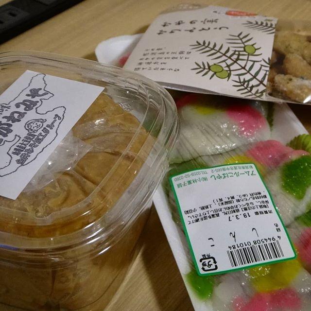 地方に行くと味噌を買います。「しんこ」って?? 美味い!__#しんこ #小林菓子舗 #こがねみそ #かやの実かりんとう #地方のスーパー #佐渡 #佐渡出張