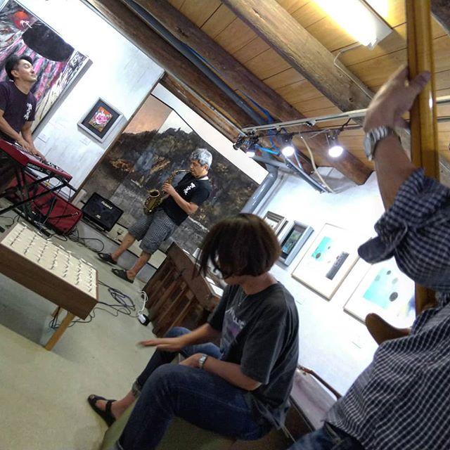 今回の作品「風を奏でる」は、MIDI対応なので、ちょっとしたセッションに参加させてもらいました。__#風を奏でる #瀬戸内界隈展 #瀬戸内界隈 #ギャラリー政吉 #因島 #因島ギャラリー #作品展示 #セッション #ライブ #midi__