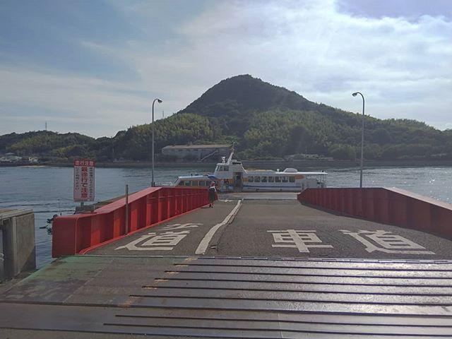 船で旅立つ人を見送るのも良いですね。#土生港 #土生 #因島 #瀬戸内海
