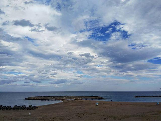因島から山陰・北陸経由で埼玉まで帰ります。この辺はまだ台風の影響ありません。徳光PAから直接海へ行けるんですね。#徳光pa #北陸道 #石川県