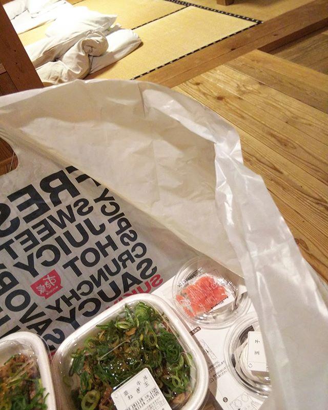 温泉旅館に泊まってるのに夕飯牛丼。24時過ぎてるし。️#ハードな現場 #湯の山温泉 #希望荘 #出張中 #三重県 #すき家 #牛丼