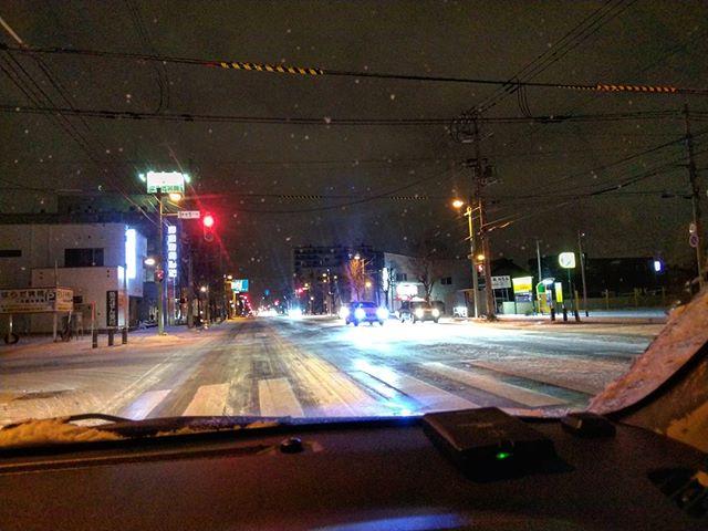 全面凍結ブレーキかけたら滑るアクセル緩めて停止怖いよ~#アイスバーン #雪道運転 #旭川出張 #旭川 #出張中