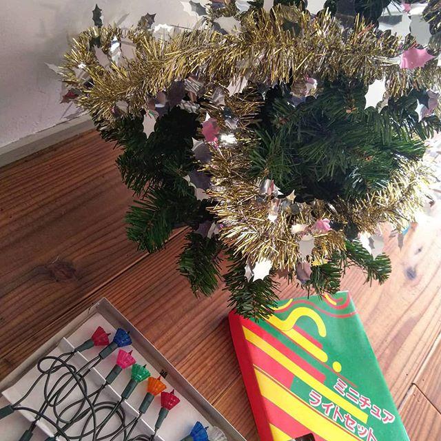 LEDじゃありませんよ#笠付き電球 #昭和なクリスマスツリー #昭和レトロ #クリスマスツリー #クリスマスツリー飾り付け #クリスマスツリー