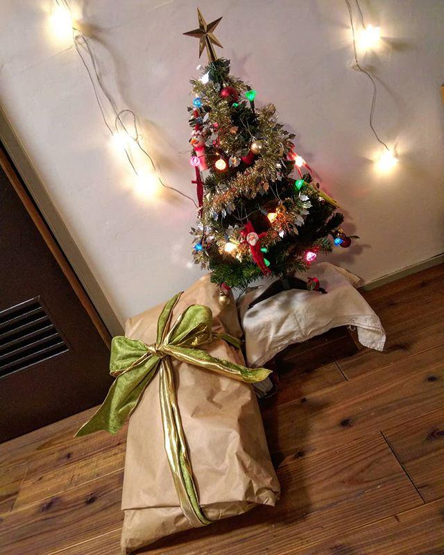 サンタが来たこと、アップするの忘れてた#クリスマスプレゼント #クリスマス#クリスマスツリー #モールサンタ #昭和なクリスマスツリー
