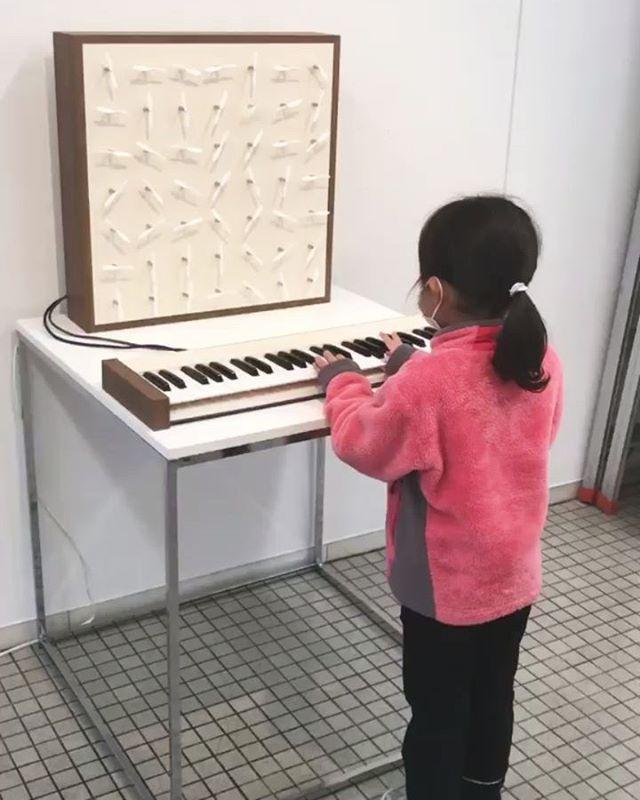 風を奏でる楽器鍵盤を弾くと風が起きます__#ムササビ2020 #展覧会 #風を奏でる #風を奏でる楽器 #midi #midikeyboard #analogsynthesizer #analogsynth #山脇ギャラリー