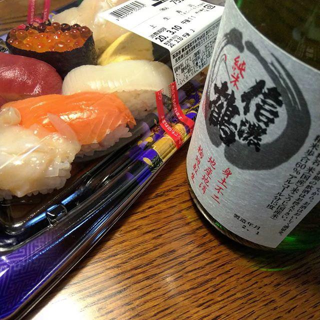 夕飯はツルヤの酒と寿司#ツルヤ #信濃鶴 #長野の酒 #ツルヤのお寿司