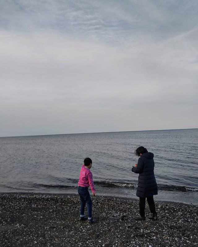 オホーツク海に向かってひたすら石を投げる__#オホーツク海 #網走